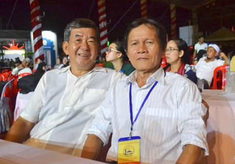 Lâm Thanh Bình, NS của làng Chăm An Giang, trong lần hội ngộ cùng NS A Mư Nhân, NS của làng Chăm Trung bộ.